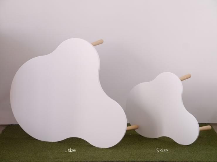 4枚それぞれ色調が異なるグレイの天板を組み合わせて使用しています。