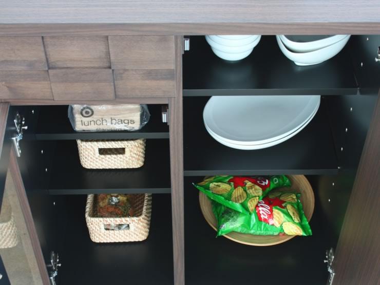 調理中の作業台にも使えるキッチンアイテム。コンパクトサイズながらも収納力はあります。