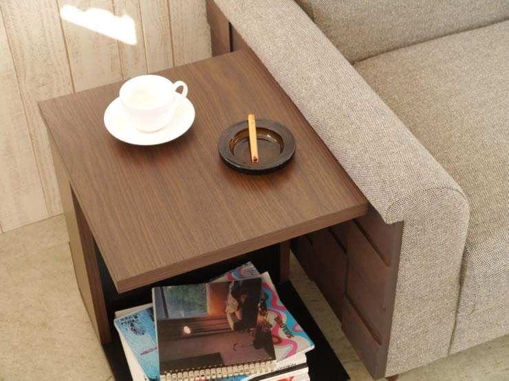 ソファの座面に挟みこむ・肘横や前に置くなど、使い方は様々です。