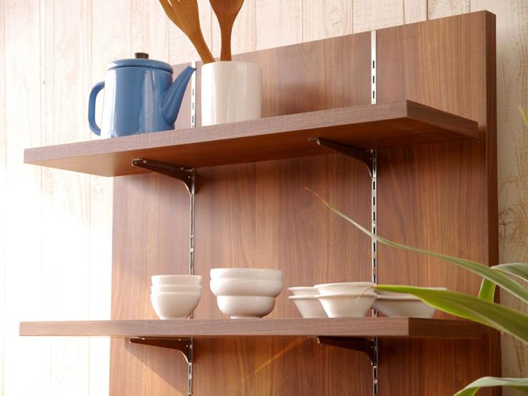 パネル部分の棚板は、細かく高さ調整が可能です。