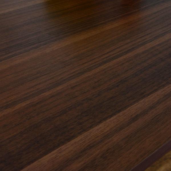 天板には木目が美しい突板を使用。