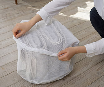 シンプルな織り方でスッキリとしたストライプ風の表面