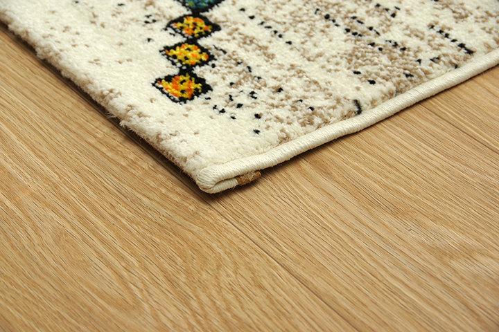 エスニック調のトルコ製ウィルトン織ラグ