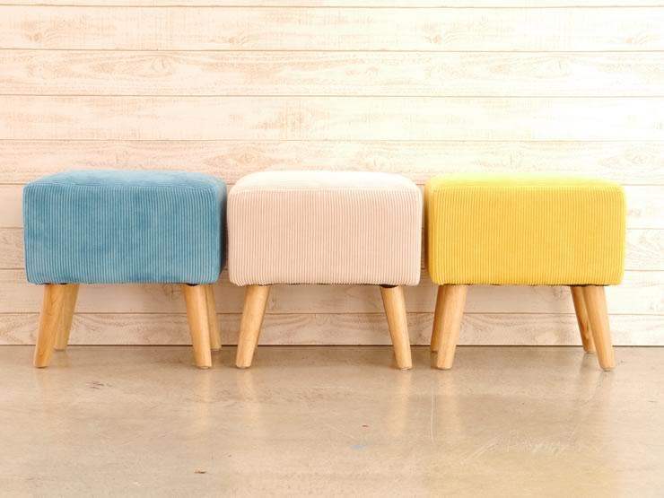 ホワイトの本体色にパイン材の前板が目を惹きます。