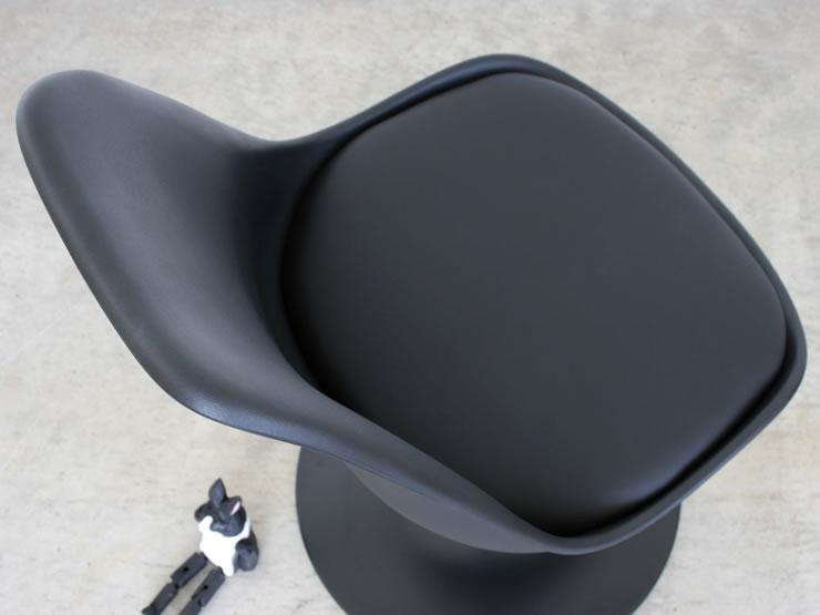 座りごこちは良くゆったりとくつろげる椅子です。