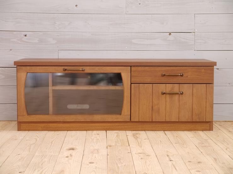 戸枠・引出前板は、アルダーの無垢材を使用しています。