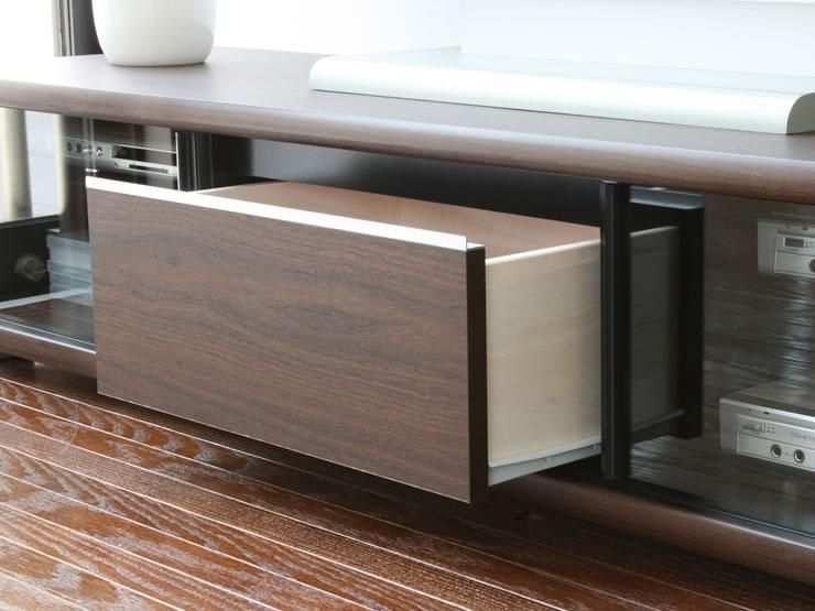 シンプルなデザインの中に機能性も持ち合わせたローボードです。