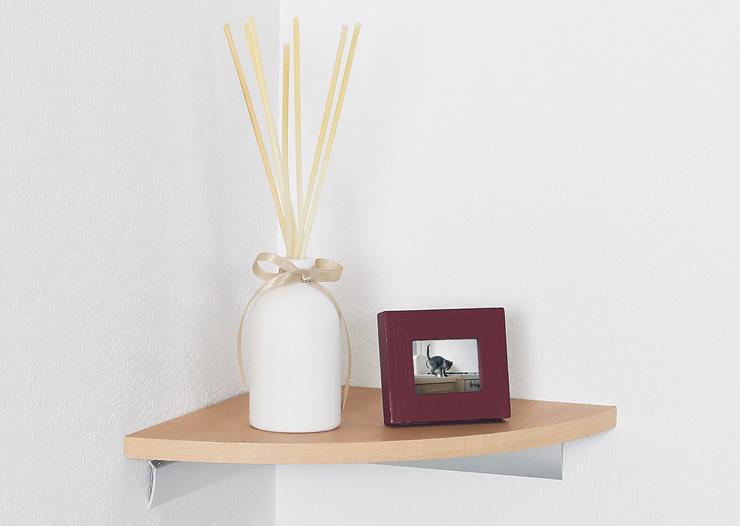 お部屋のコーナー部を有効活用できる飾り棚