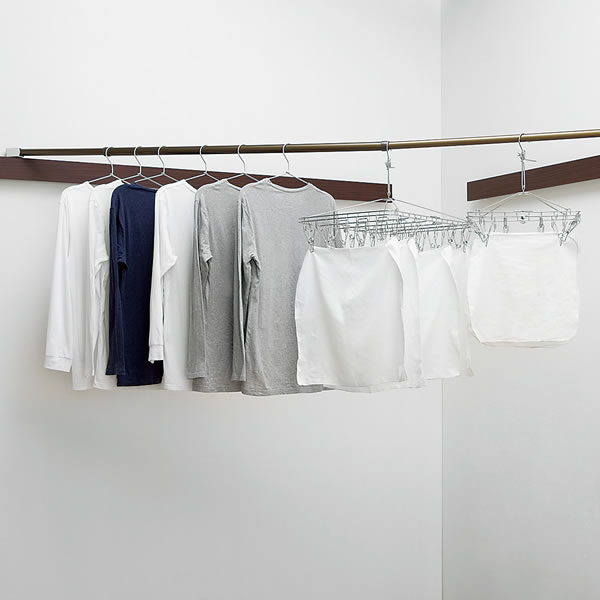 洗濯物などをかけることができる長押ラックD50用ものほし金具