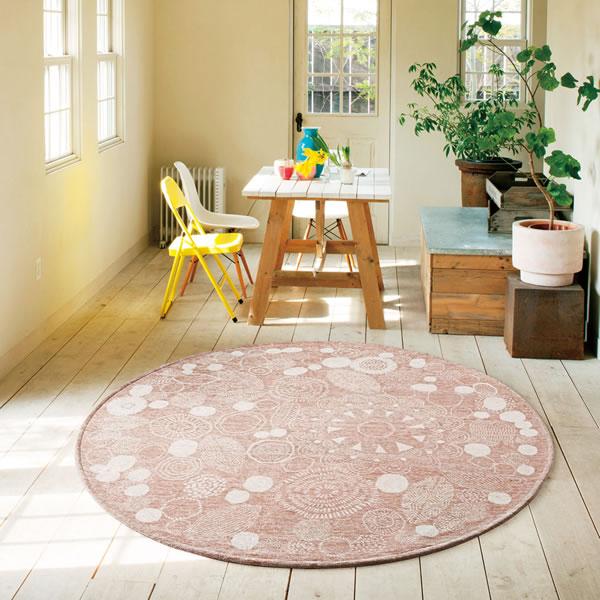 柔らかいピンクカラーのゴブラン織ラグ ペタルナット